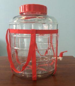 Стеклянная банка с краном и гидрозатвором — современное решение для бродильной ёмкости