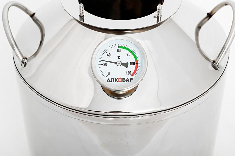 Биметаллический термометр на баке.