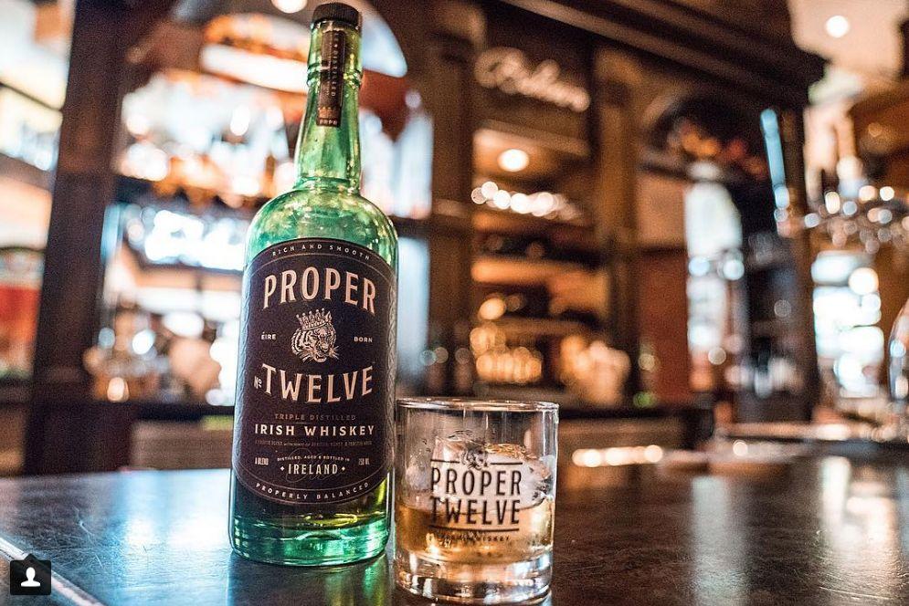 Виски Макгрегора в фирменном стакане