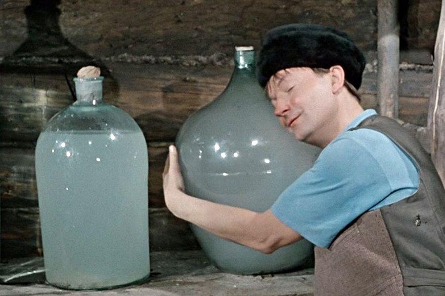 Во времена Царской России качественным самогоном считалась жидкость без вкуса, запаха и цвета.